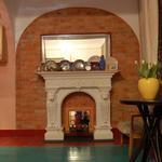 Стены, пол, камин декоративный