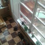 Сезонная мойка окна. Высота окна 3 м. С улицы высота окна от земли - 5 м.