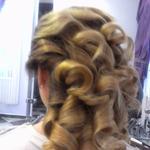 Прическа либо укладка накручивая волосы утюгом, любая длинна, быстро и качественно Позняки Ревуцкого