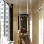 Обшивка пластиковой вагонкой со шкафом и деревянным полом, укладка линолеумном. проводка и подключение электрики.