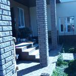 Укладка тротуарной плитки и декор колон
